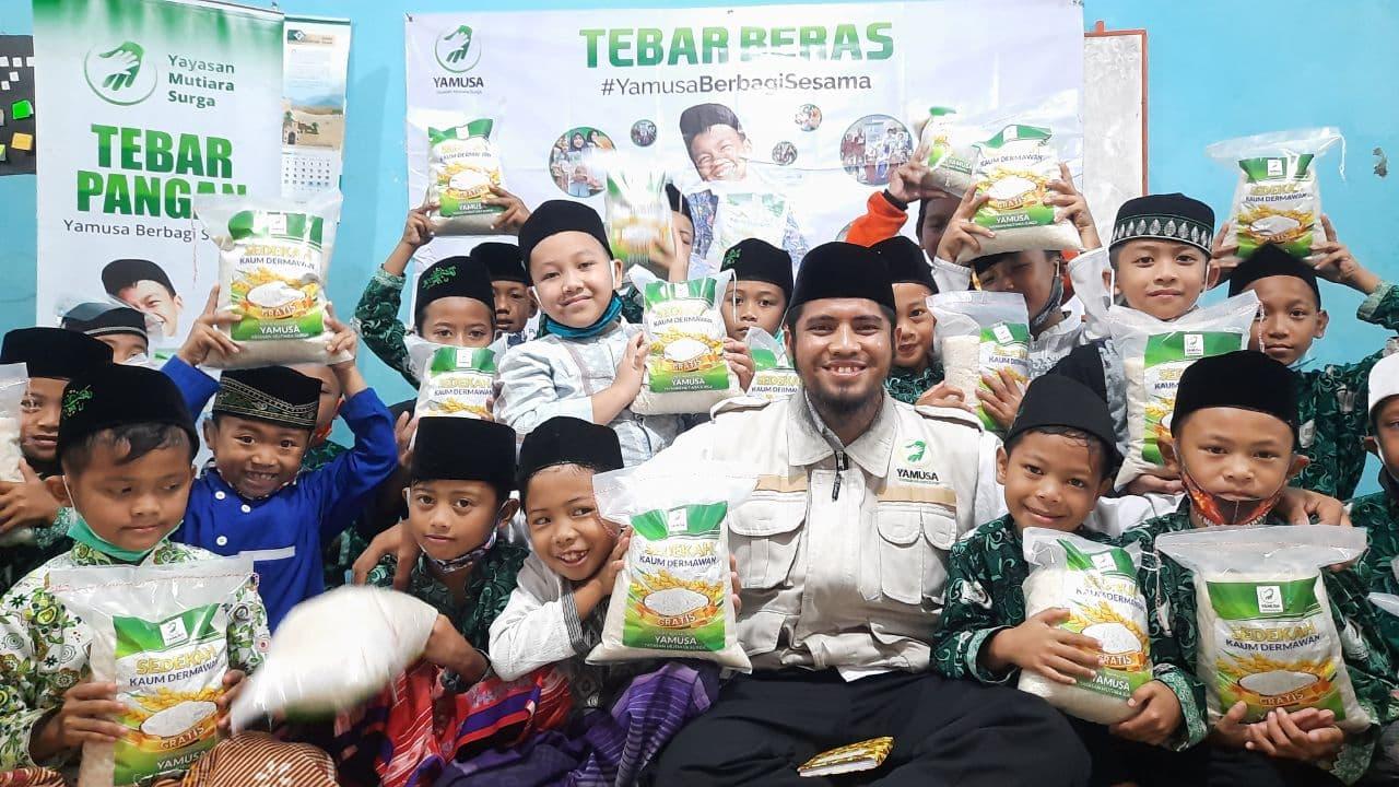 Bantuan Pangan untuk Para Santri Yatim Ponpes I'anatul Salafiyyah Cianjur Jawa Barat