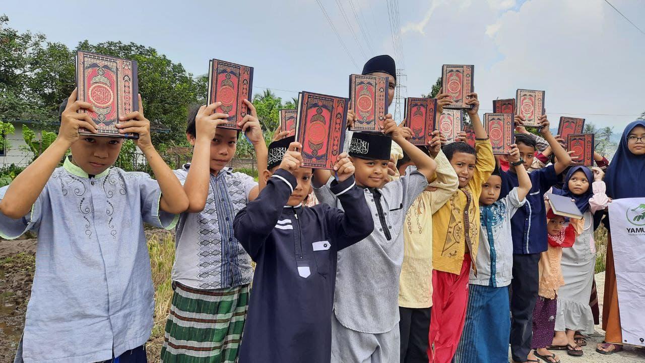 Distribusi Mushaf Al-Quran ke Rumah Qur'an Aisyah