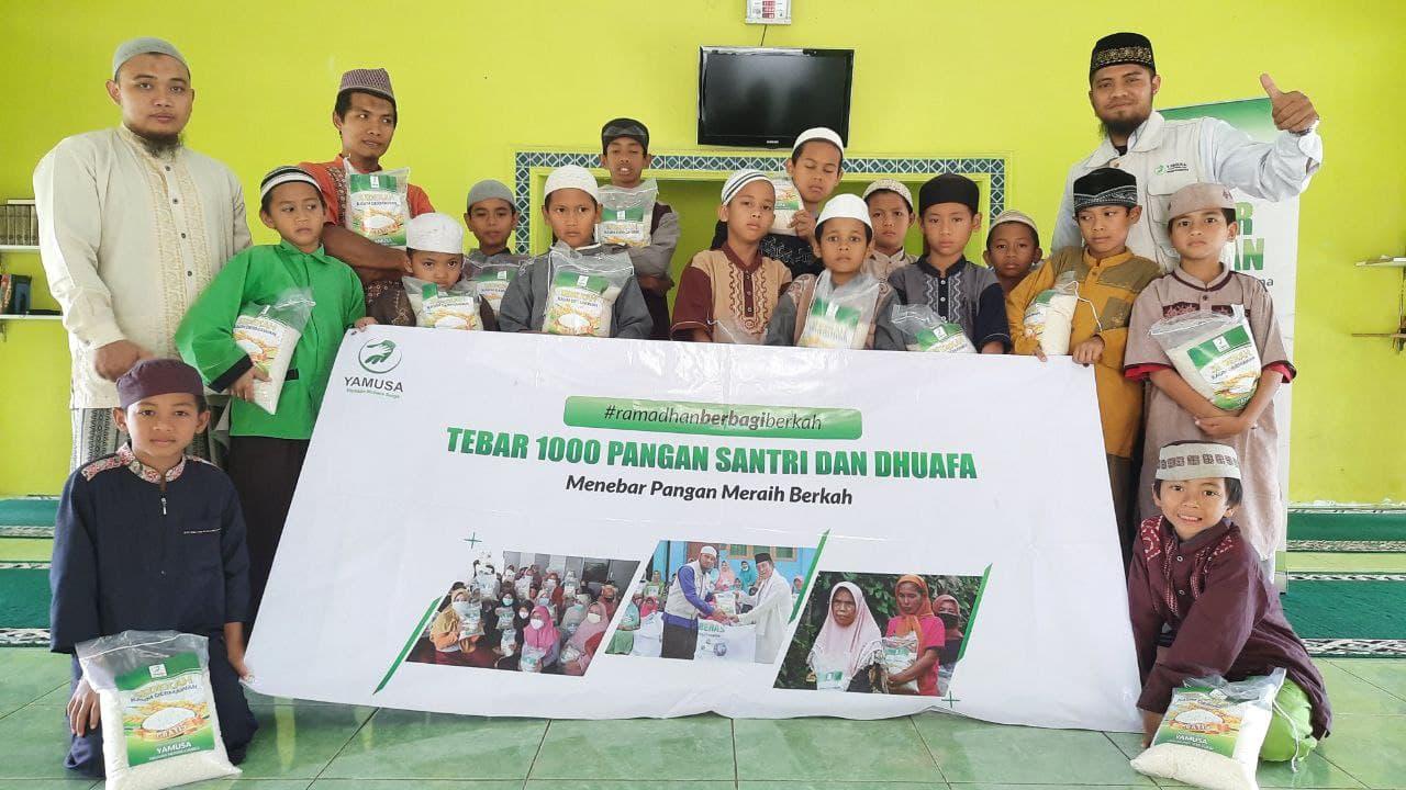 Distribusi Paket Beras ke Ponpes Al-Barokah Kab. Bogor