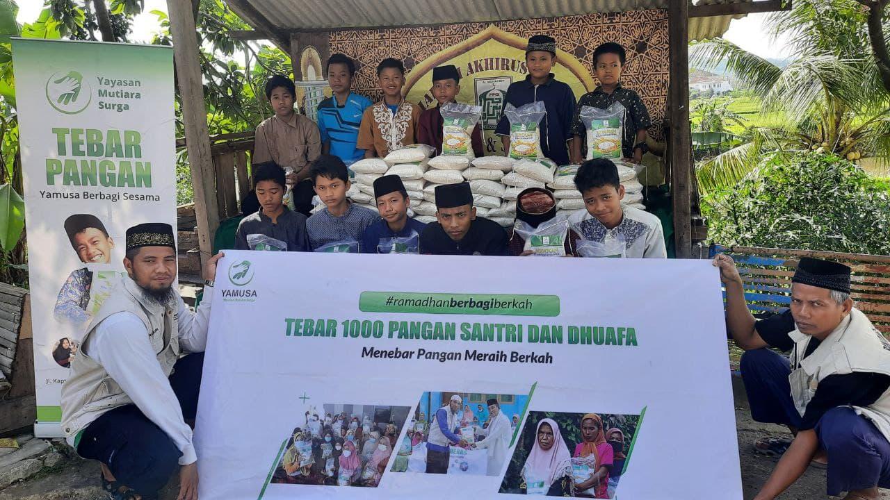 Paket Beras untuk Ponpes Al-Qur'an Al-Muhajirin Kab Bogor