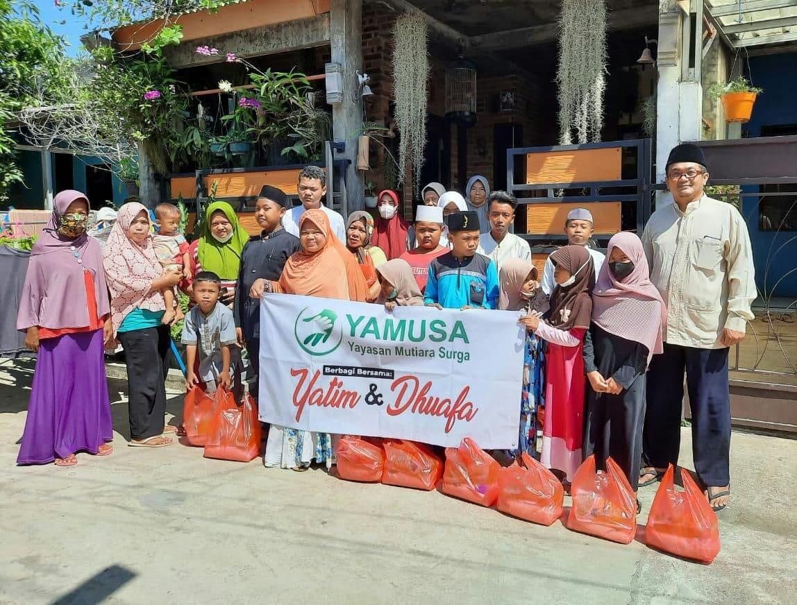 Distribusi Paket Beras untuk Dhuafa di Tanah Sareal Bogor