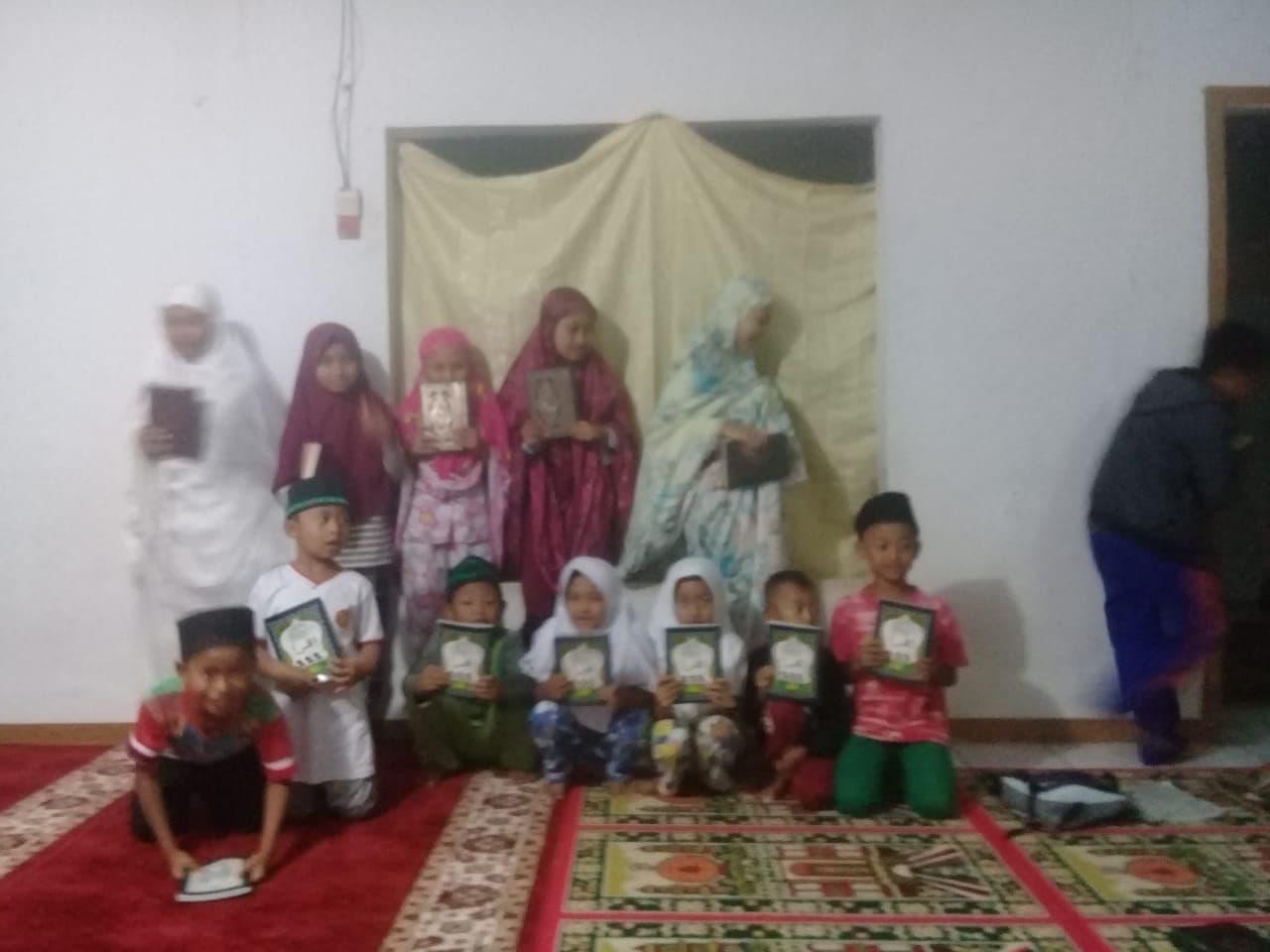 Wakaf Al-Quran untuk TPA Nurussalam Kab Sukabumi JABAR