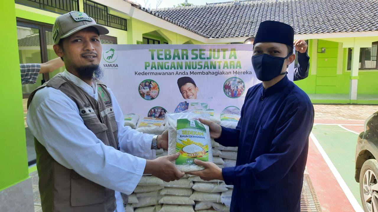 Paket Pangan untuk Sekolah Tahfidz Qur'an al-Ghurowi