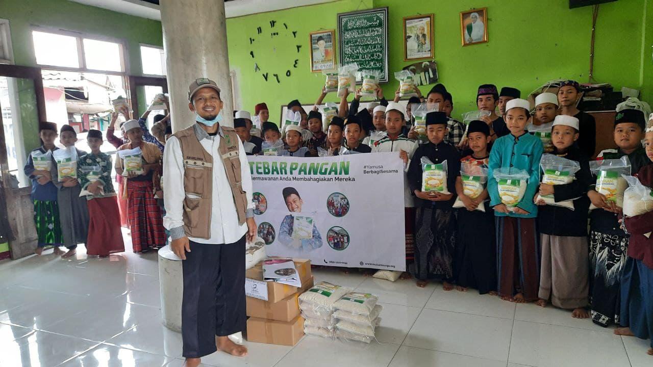 Yamusa Tebar Pangan di Ponpes Jamharul Qowwiy Nurul Haddad