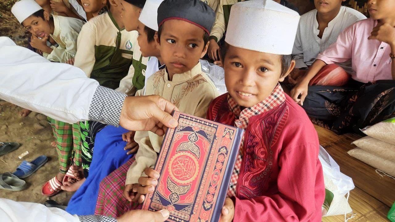 Wakaf Al-Quran untuk Santri Ponpes Al-Jauhar