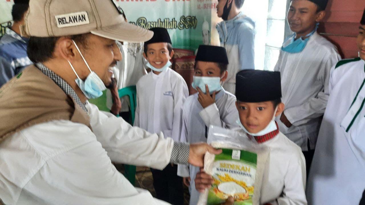 Tebar Pangan untuk Santri Yatim di Ponpes Jamiyatul Quro