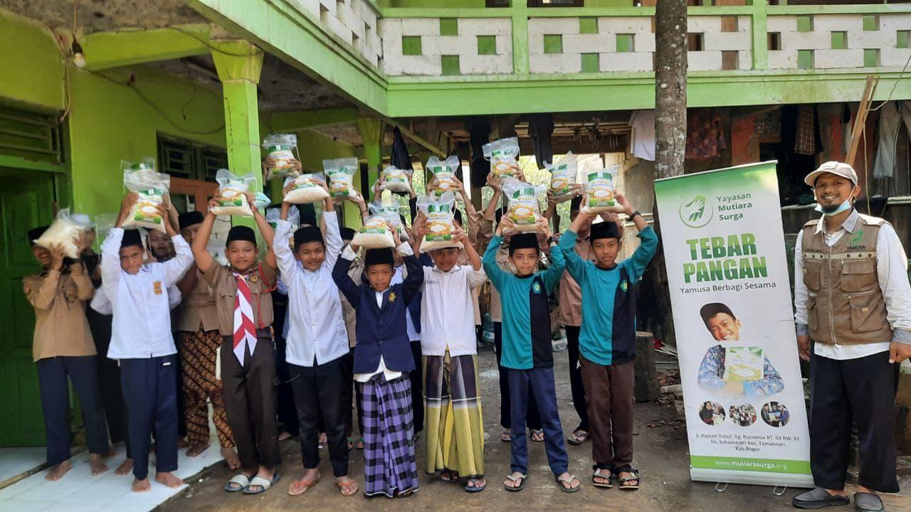 Paket Pangan untuk Santri Yatim dan Dhuafa