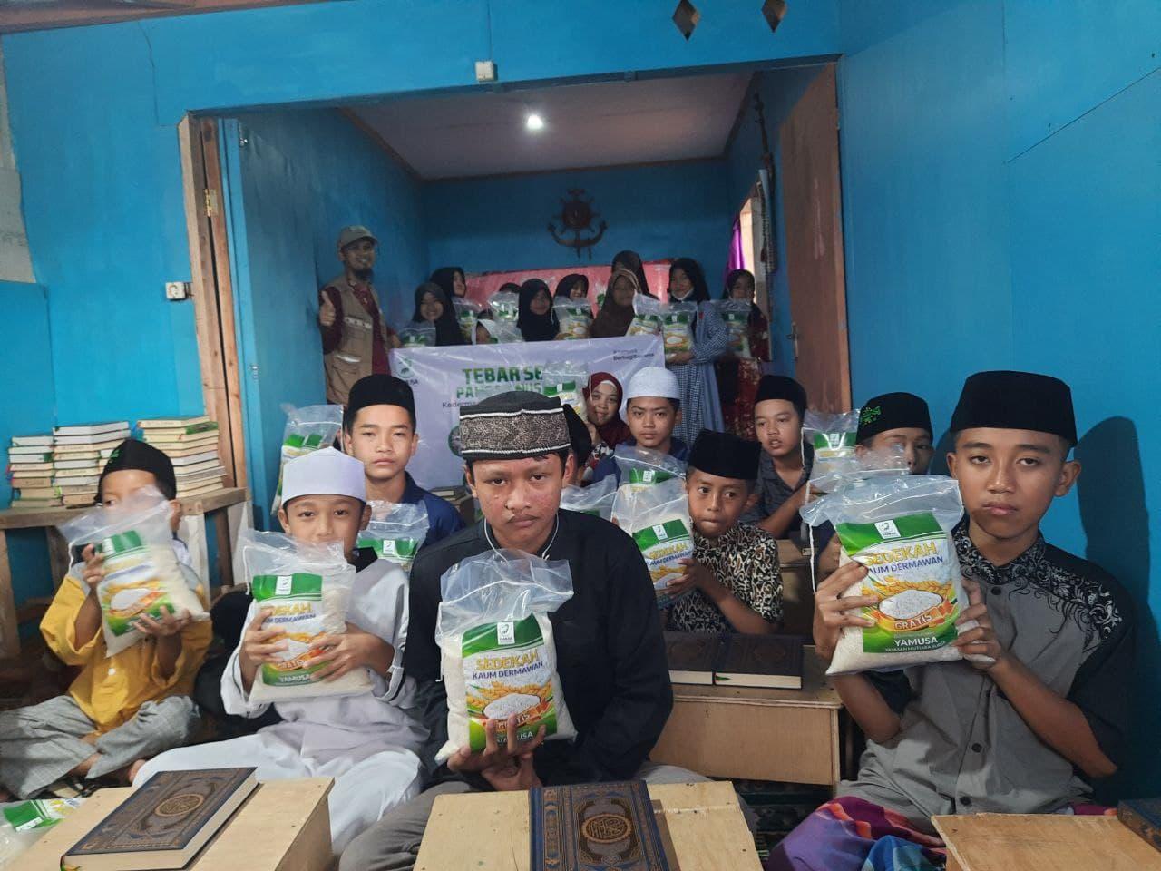 Peduli Pangan Santri Yatim dan Dhuafa di RQ Tilawah Assalam Kab. Sukabumi
