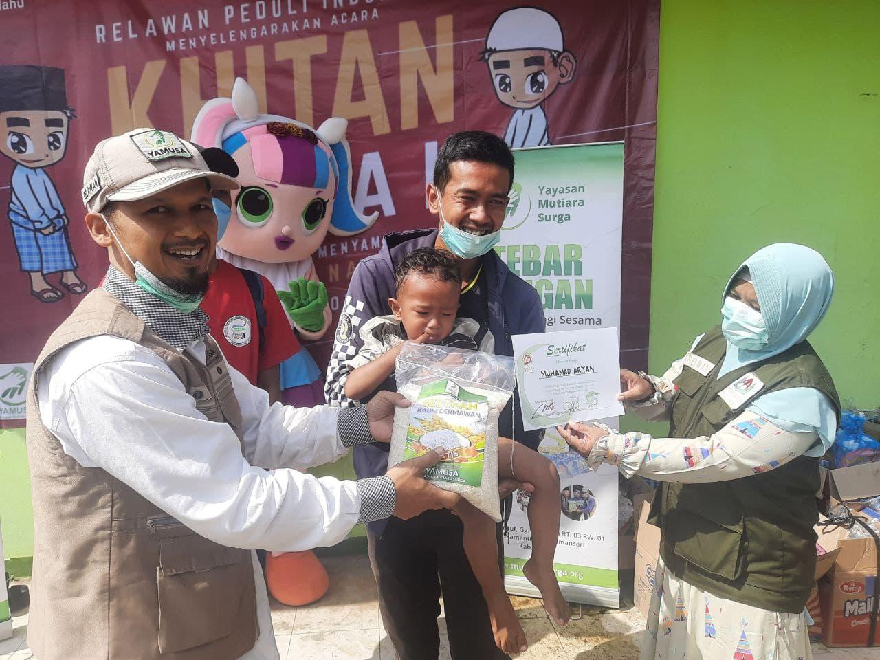 Peduli Paangan dan Wakaf Al-Quran untuk Anak Yatim