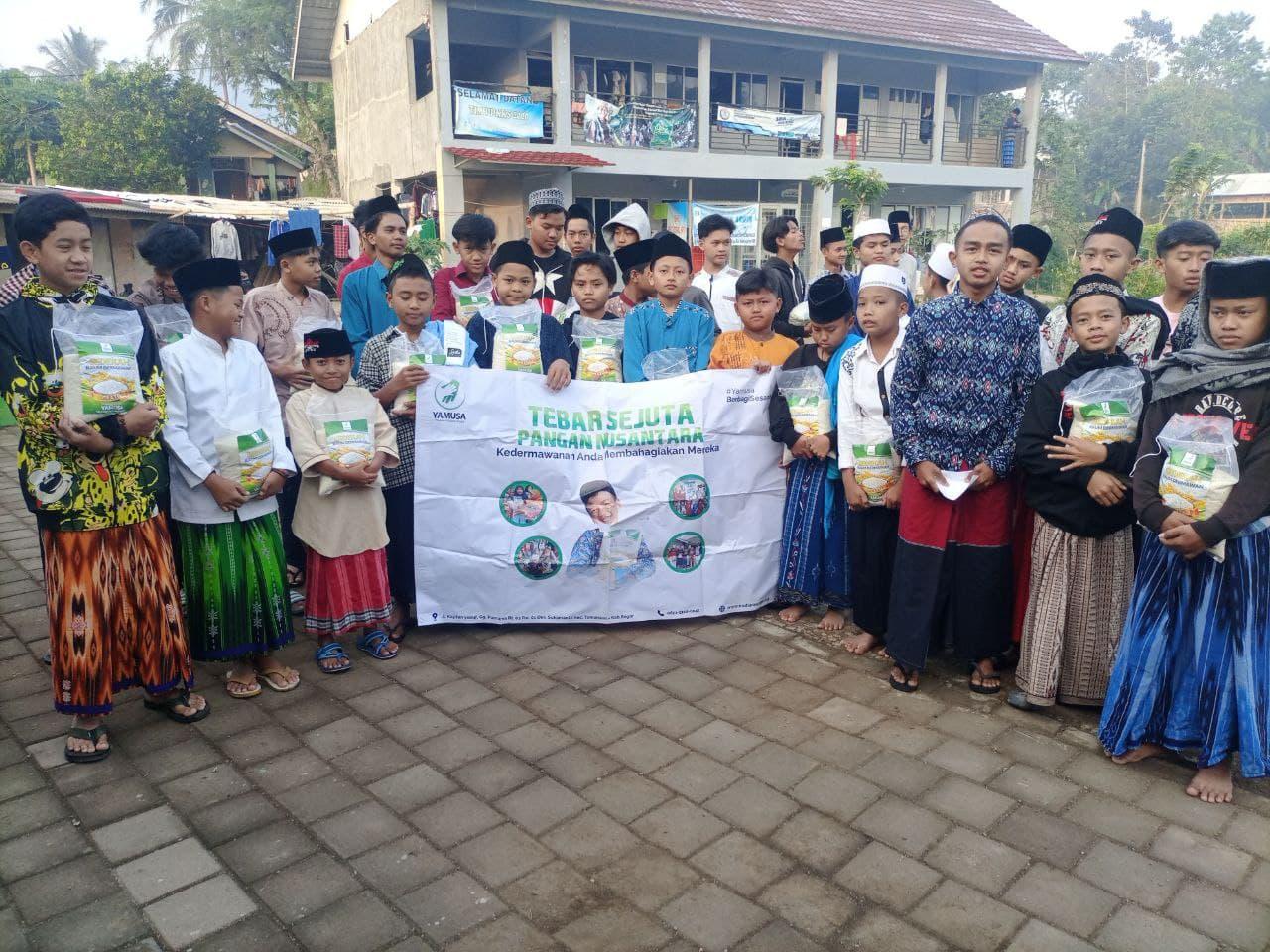 Berbagi Pangan kepada Ponpes Bustanul Arifin Bandung Barat