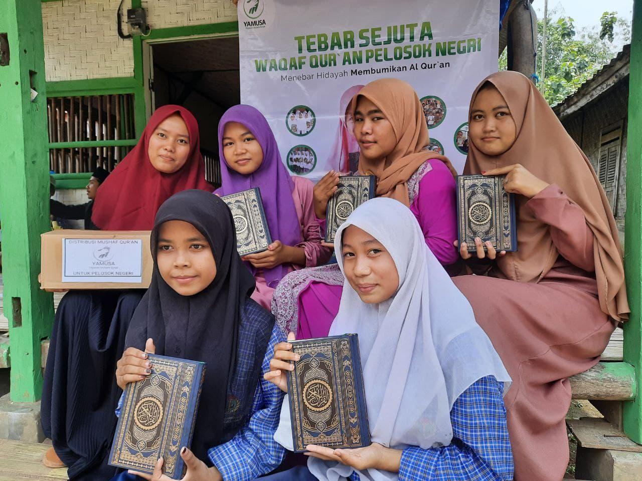 Wakaf Al-Qur'an untuk Ponpes Daarul Khoiriyah Banten