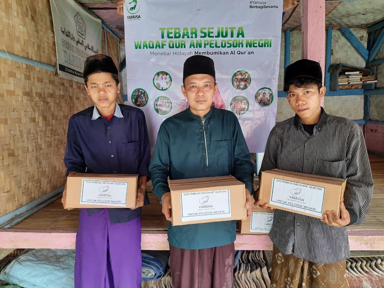 Wakaf Al-Qur'an untuk Ponpes Darus Tsawab Banten